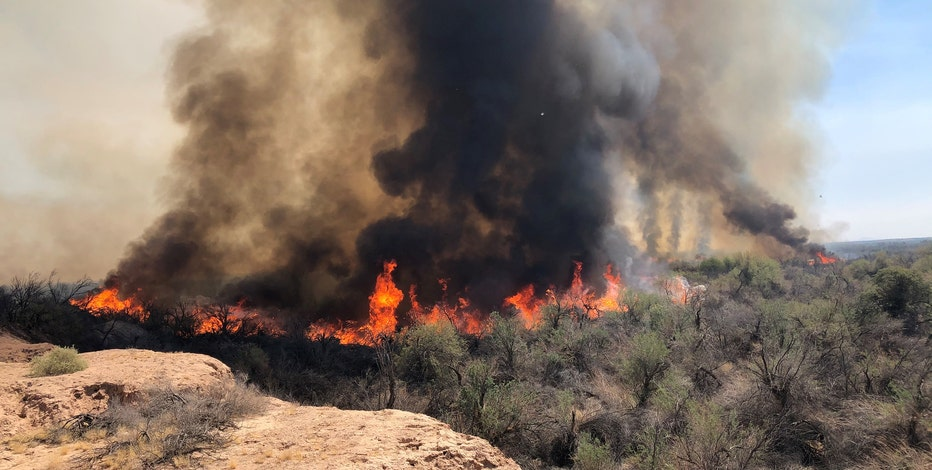 2,000-acre wildfire burning along Gila River near I-8 and Dateland