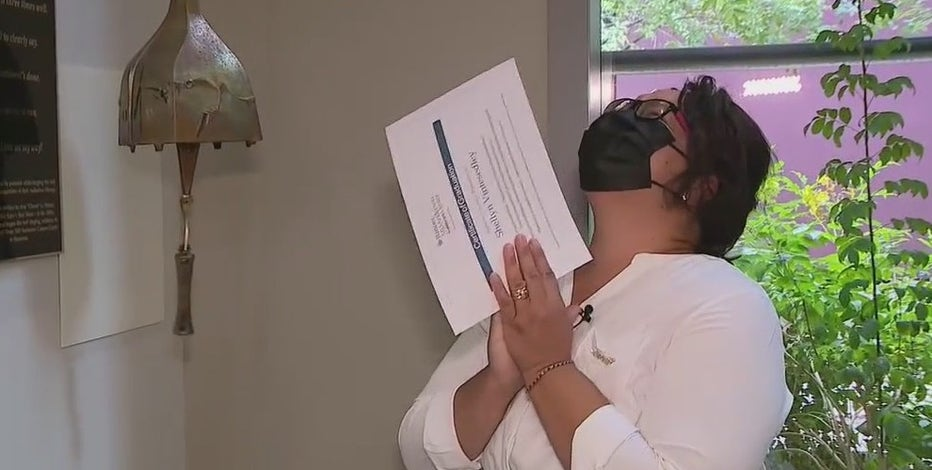 Arizona woman celebrates final cancer radiation treatment
