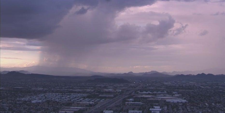 Monsoon storm making its way over Arizona once again