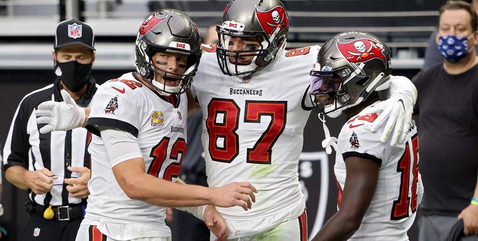 Brady's 4 TD passes lead Buccaneers past Raiders, 45-20