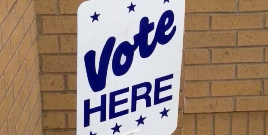 Poll hours extended in Fort Bend Co. after 'technical glitches' reported on first day of early voting