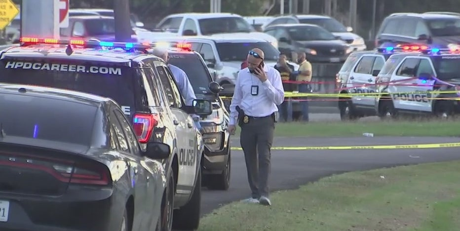 Witnesses react to death of HPD sergeant as manhunt underway for suspects