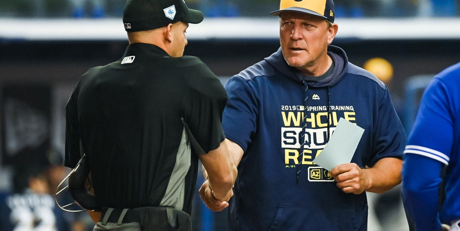 Brewers' bench coach Pat Murphy rejoins team after heart attack