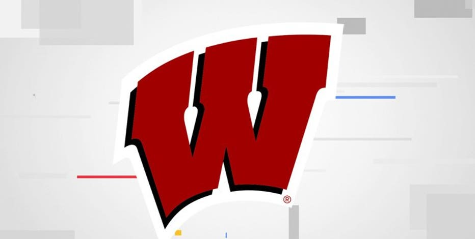 Wisconsin wallops Illinois 45-7 in season opener
