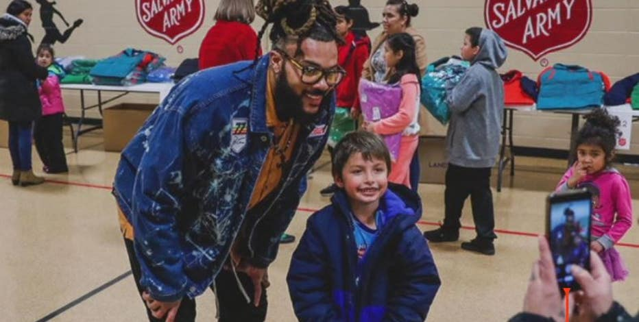 Packers player aims to give out 700 coats this holiday season