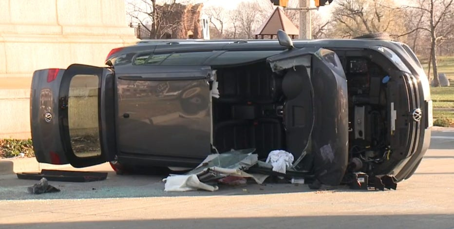 2 injured in crash after driver runs red light in Milwaukee