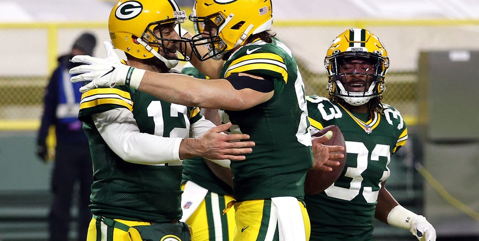 Rodgers joins exclusive group with 50th TD pass versus Bears