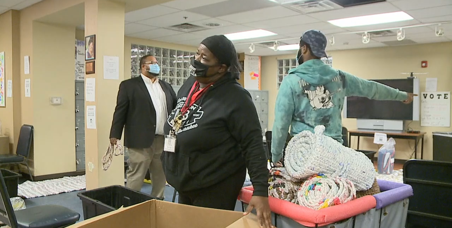 Milwaukee warming shelter opens for 1st time amid pandemic