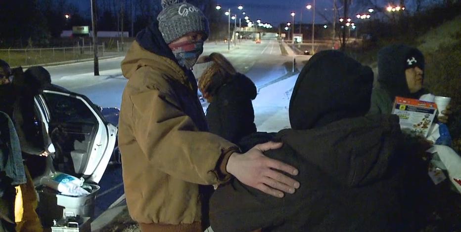 Milwaukee group spends Christmas giving to homeless