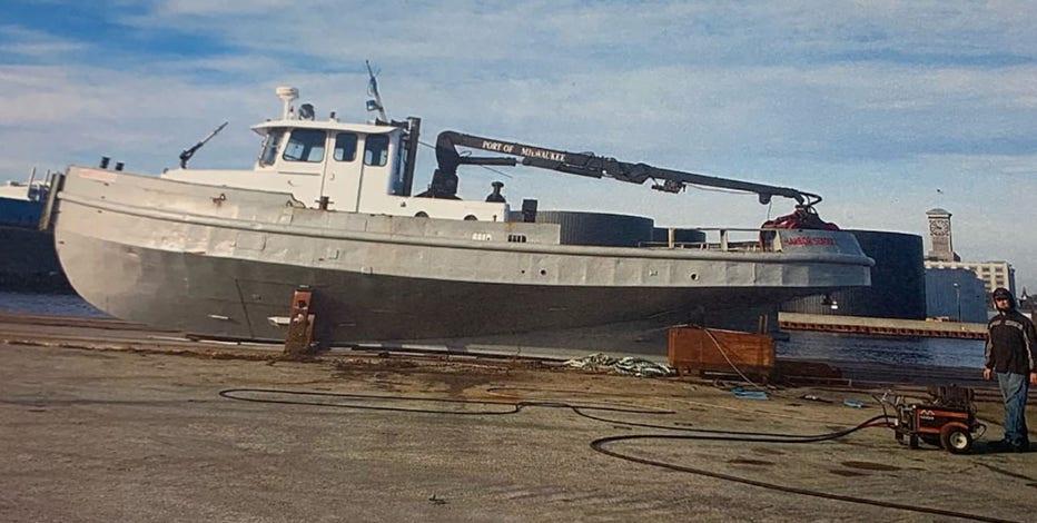 Milwaukee port workboat Harbor Seagull takes on water, sinks