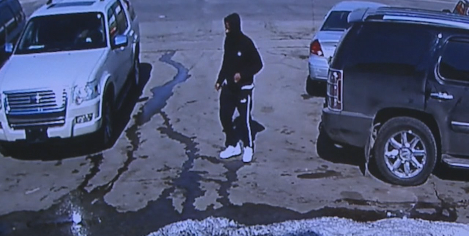 Criminal caught on camera stealing car off Milwaukee lot