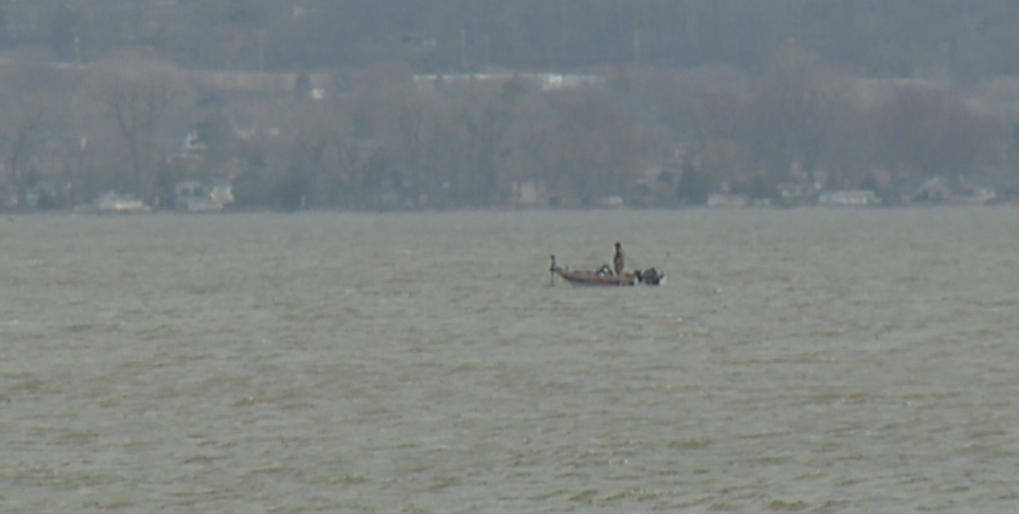 Body of 1 of 2 missing canoers recovered from Lake Winnebago