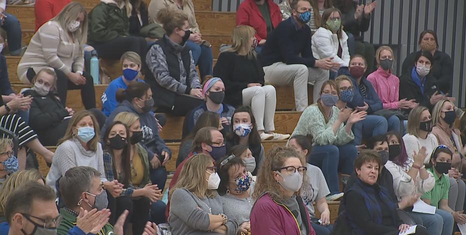 Cedarburg school board votes to keep mask mandate in schools