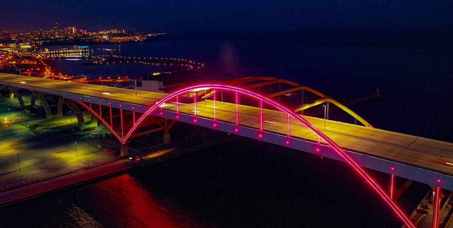 Light the Hoan to honor Wisconsin healthcare workers