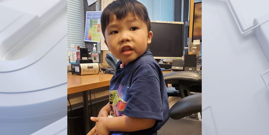 Boy found near 32nd and Lisbon; police looking for guardians