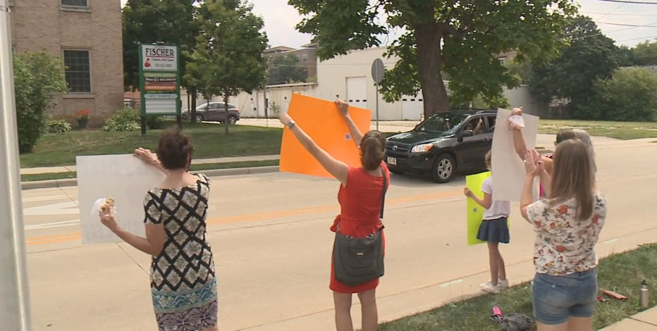 Waukesha schools free lunch, protest support program