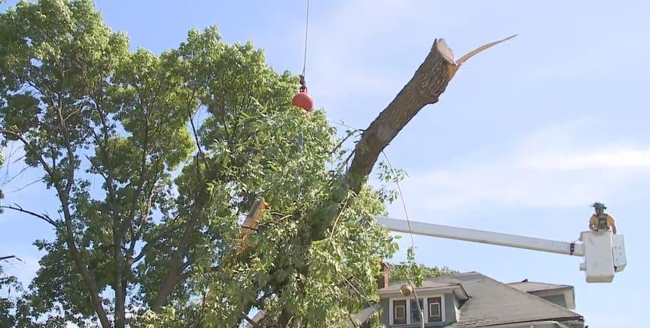 Milwaukee neighbors wait for power to return