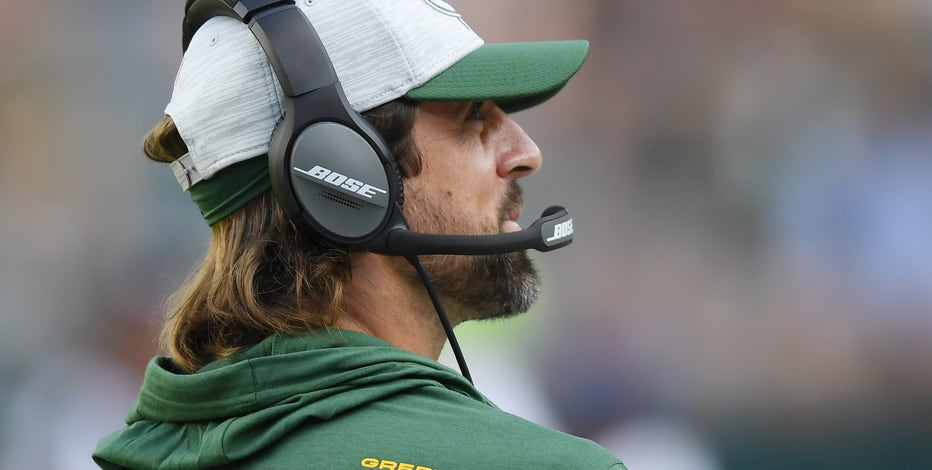 Aaron Rodgers sticks up for unvaxxed teammates, 'it's a personal decision'