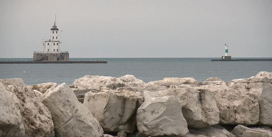 Boat capsized in Lake Michigan, 2 occupants OK: MFD