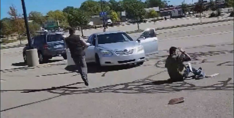 Milwaukee beauty store robbery, suspect hits manager with car: video