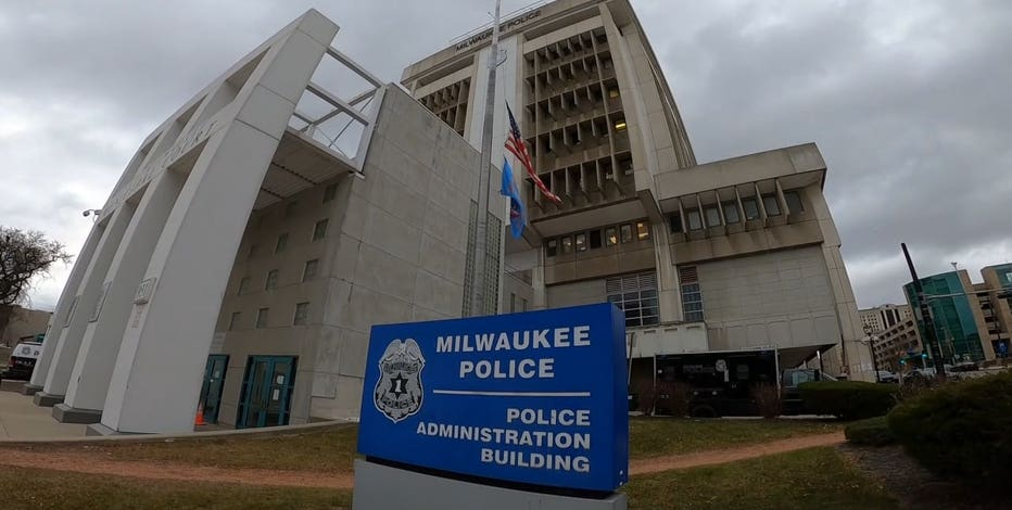 COVID vaccine: Milwaukee, police organization agree to require