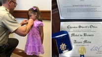 5-year-old girl honored for bravery in helping mom escape attack