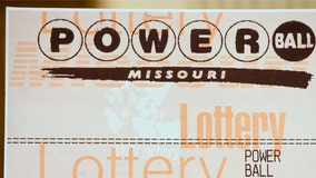 Customer unknowingly tips bartender winning Powerball ticket worth $50K