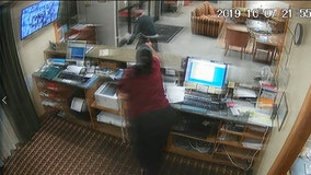 Hotel clerk manages to grab weapon from armed robber, sends him running at gunpoint