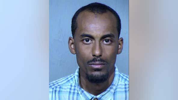 Police arrest man accused of exposing himself to children at Phoenix apartment complex