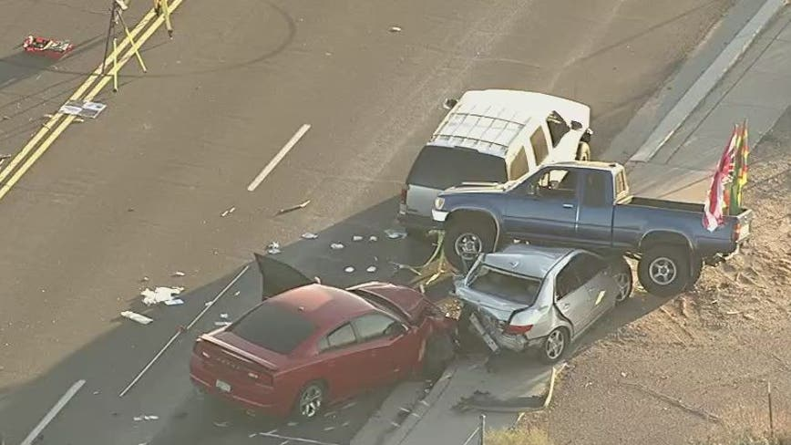 MCSO: 1 dead in multi-car crash near Avondale apartments