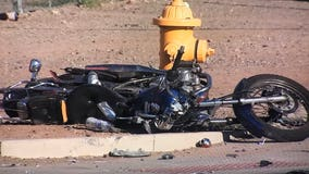 Phoenix Police: Motorcyclist seriously hurt following crash