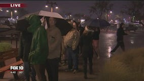 Soaked shoppers: People wait in rain for Bass Pro Shop deals on Black Friday