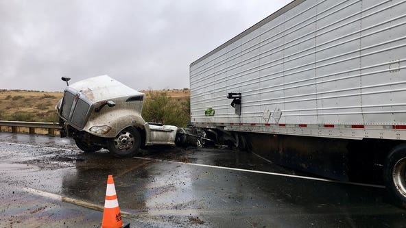 Collision closes southbound I-17 south of Cordes Junction