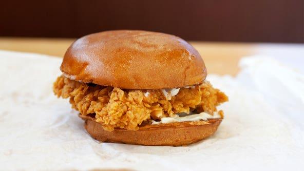 Popeyes employee seen preparing Chicken Sandwich over trash can