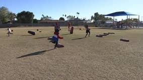Cards kids camp: Cardinals offensive lineman, Big Red visit Tempe elementary school