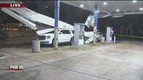 Roof at Glendale gas station suffers partial collapse; 2 cars damaged
