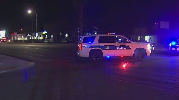 Phoenix Police search for suspect after man shot in car