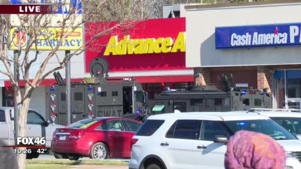 Armed robber on the run after SWAT situation at Advance Auto Parts in northwest Charlotte