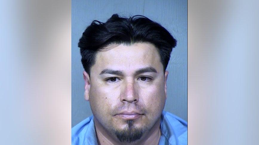 Phoenix man accused of preying on underage girls