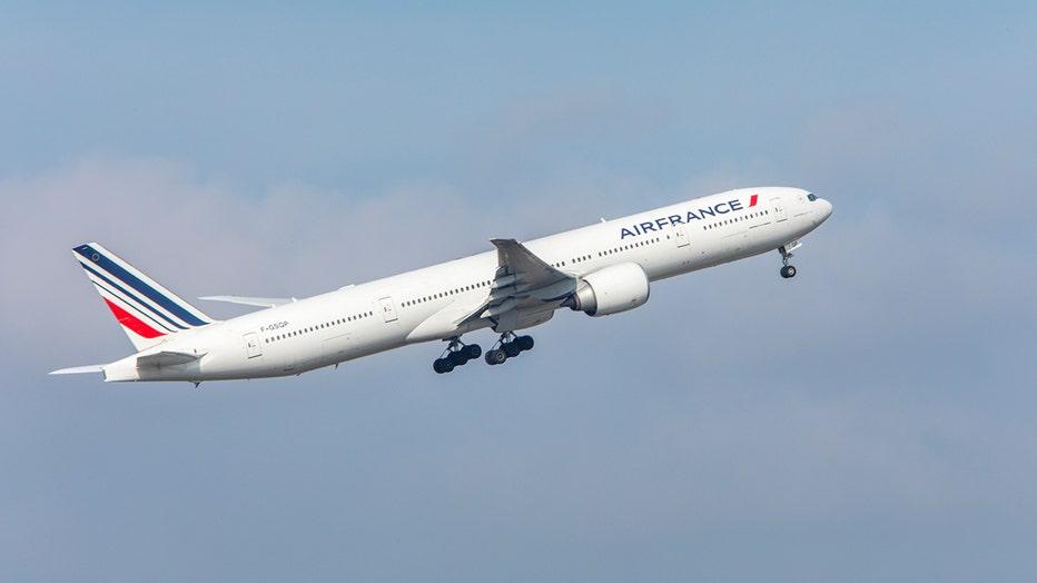 air-france-boeing-777-300-handout.jpg