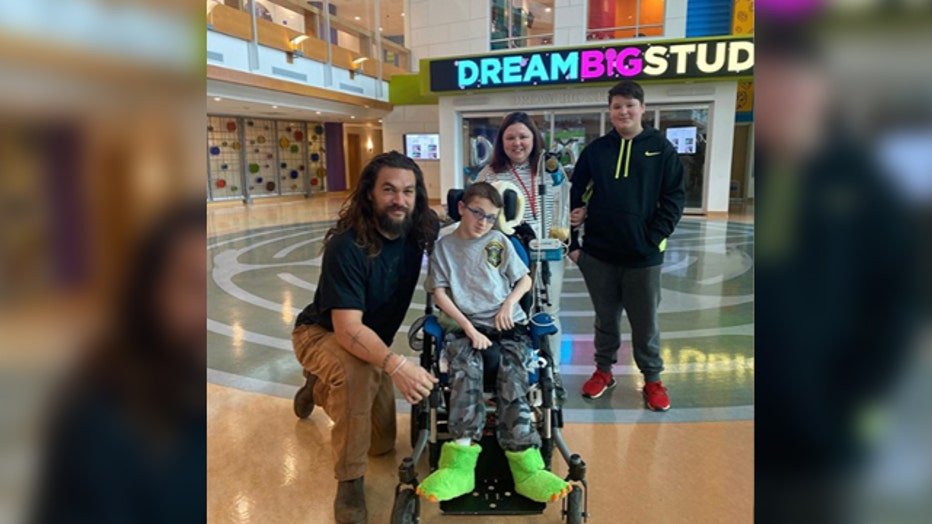 jason-Momoa-Pittsburgh-childrens-hospital.jpg
