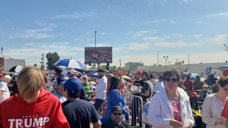 Trump backers line up for hours before Phoenix rally