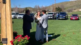 Friends and family celebrate couple's wedding from their cars in drive-thru ceremony amid pandemic