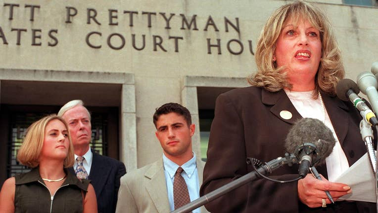 Linda Tripp (R) speaks to the press in front of th