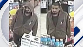 Police search for suspect accused of robbing Phoenix Circle K store