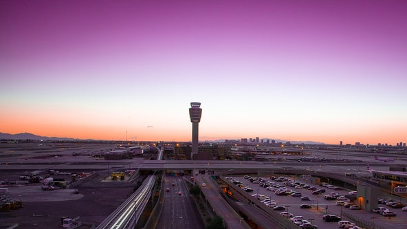 Travelers now required to wear face masks at Sky Harbor Airport