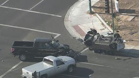 PD: Fatal crash closes intersection of 83rd Avenue, Thomas Road in Phoenix
