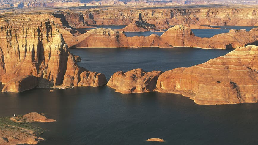 Search crew recovers body believed to be that of Arizona man at Utah's Lake Powell