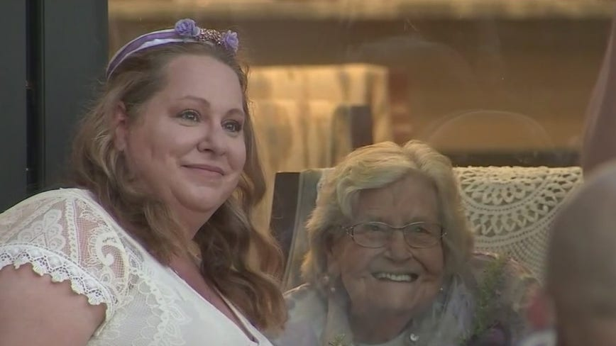 Couple gets married at valley retirement home for grandmother to attend
