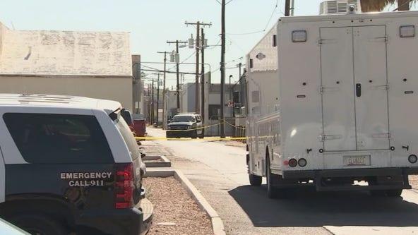Man found dead in a Mesa alleyway, homicide investigation underway